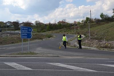 Институтът за пътна безопасност подготвя експертиза на на кръстовището за село Загорско, където в неделя при катастрофа с лидера на партия ДОСТ Лютви Местан загина 6-месечно бебе. Снимка Авторът