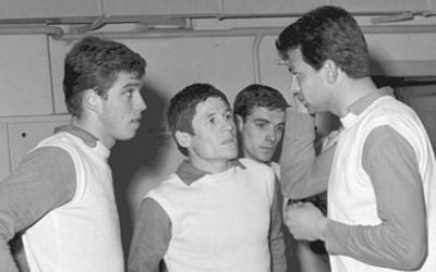 Дерменджиев (в средата) бе част от златна генерация на българския футбол, заедно Аспарухов (вдясно) и Бонев (вляво). Снимка Архив