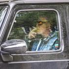 Наско Сираков пуши в колата