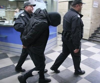 Испанеца бе доведен в съда с качулка на главата СНИМКА: Евгени Цветков