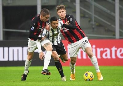 """Кристиано пробива през защитата на """"Милан"""", а сега му искат 78 милиона долара. СНИМКА: РОЙТЕРС"""