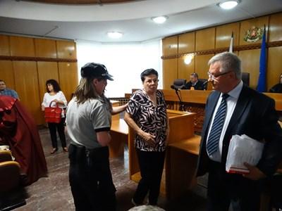 На 26 юни м.г. апелативният съд закопча в залата Ройдова и я осъди ефективно. Сега ще трябва да преразгледа решението си.