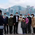 Младоженци носят маски на сватбата си в Хонконг