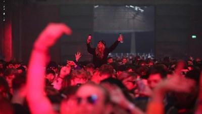 Пилотен концерт в Ливърпул в неделя вечерта събра най-голямата група хора законно на едно място във Великобритания от началото на пандемията СНИМКА: РОЙТЕРС