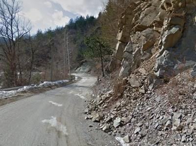 Пътят между Чепеларе и Забърдо  СНИМКА: Гугъл стрийт вю