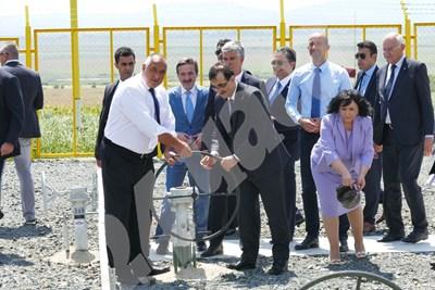 Бойко Борисов и енергийният министър на Турция завъртяха крана на транзитния газопровод за Турция СНИМКИ: Пиер Петров СНИМКА: 24 часа