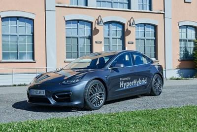 Австрийци сложиха бензинов мотор на Tesla