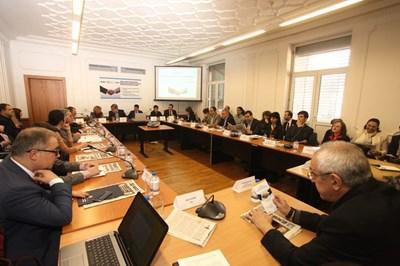 Над 40 участници препълниха залата в Полиграфическия комбинат, в която се проведе дебат за помирителните комисии.
