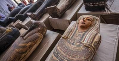 Египет съобщи за откриването на древна съкровищница от над 100 непокътнати саркофази СНИМКА: Туитър/AFP News Agency