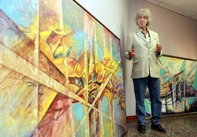 Художникът пред емблематична своя картина СНИМКА: Архив