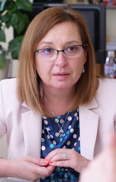 Зорница Русинова: Около 10 000 засега са освободените от работа