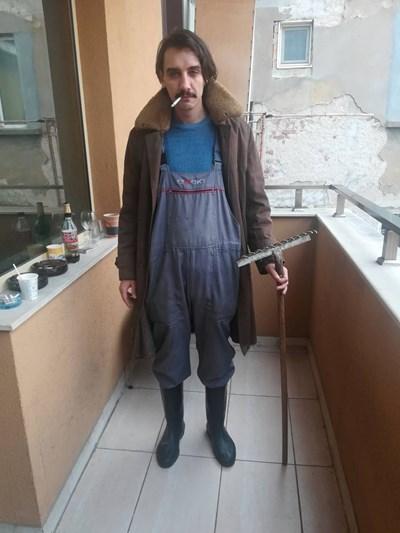 Димитър Мартинов пита по столичните улици трябва ли да се върне софийското жителство.