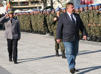 Министърът на отбраната Красимир Каракачанов прие тържествения строй на Силите за специални операции