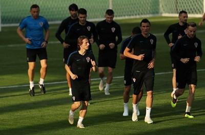 """Лука Модрич е лидерът на хърватския отбор, а изведе ли го до титлата, ще бъде кандидат №1 за """"Златната топка"""". СНИМКА: РОЙТЕРС"""