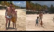 Лео Меси играе футбол с деца на плажа