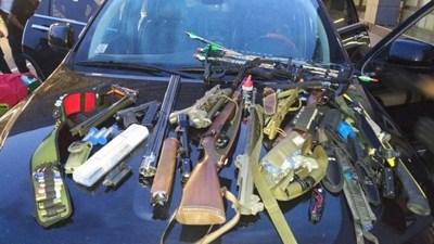Част от оръжието, намерено в колата на швейцареца. Според присъдата то ще бъде конфискувано СНИМКА: Архив