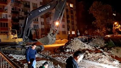 Допълнителна строителна техника се включи във ВиК ремонта през нощта