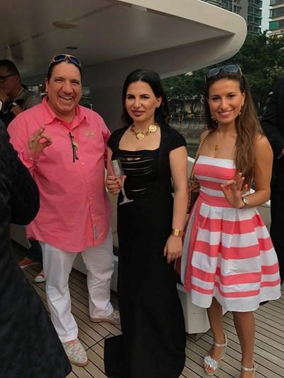 Игор Албъртс, Ружа и Андреа Цимбала на парти, когато са още партньори. Днес Албъртс и съпругата му развиват собствената криптовалута дагкойн.