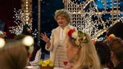 """Татяна Лолова като кръстницата в """"Новогодишна щръклица"""" по БНТ"""