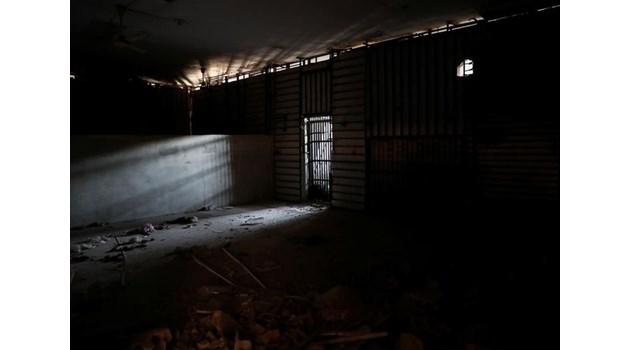 """Тайните на """"Черния стадион"""" в Рака: Арената на зверствата на """"Ислямска държава"""""""