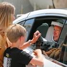 Дъглас Хърли със съпругата си и 10-годишният им син Снимки: Ройтерс