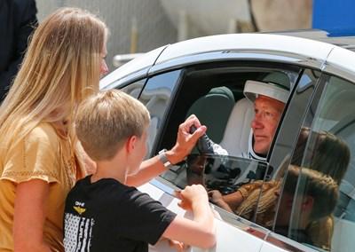 Дъглас Хърли със съпругата си и 10-годишния им син Снимки: Ройтерс