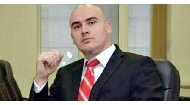 """След скандалите """"Има такъв народ"""" премахна Петър Илиев от екипа си"""