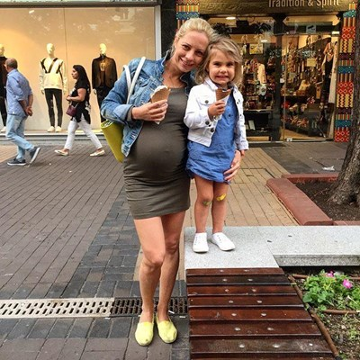 Радостина с малката Матея, която вече си има братче. Снимка: инстаграм на Радостина Братоева