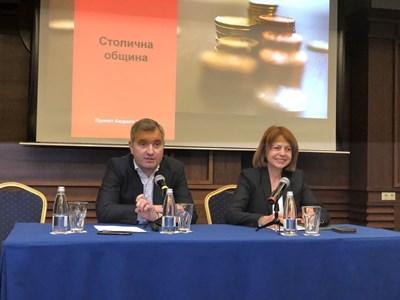 Столичният кмет Йорданка Фандъкова и председателят на СОС представят проекта за бюджет 2020 на София пред общински съветници и районни кметове.