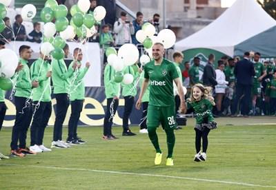 Козмин Моци излиза с дъщеричката си за празненствата в Разград. Снимка: клубен сайт