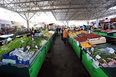"""На пазар """"Красно село"""" има много производители, които представят лично продукцията си. СНИМКИ: ПАЗАРИ ЮГ"""