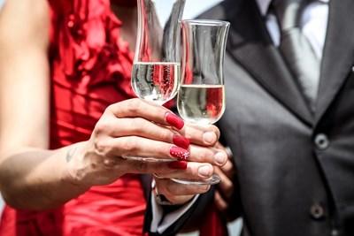 Бялото сухо вино е много по-безвредно от твърдия алкохол. СНИМКИ: ПИКСАБЕЙ
