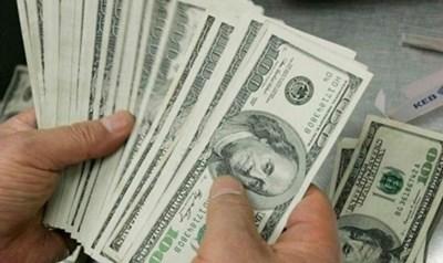 Недекларирани 20 000 долара в италианец задържаха на летище София