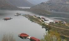 Богаташи вдигнаха водно село