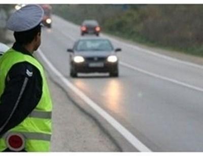 """От """"Пътна полиция"""" призовават шофьорите да внимават в участъка с паднал товар. Снимка: архив"""
