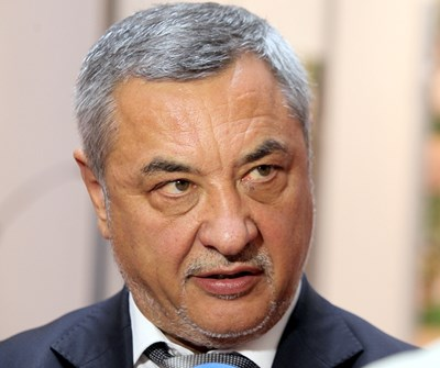 """Вицепремиерът Валери Симеонов разкри пред """"24 часа"""" къде ще може да се пуши в България."""