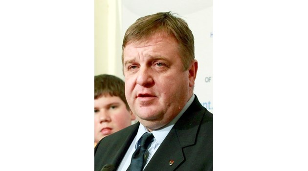 Каракачанов в Пловдив: Неизбежно е връщането на наборната военна служба