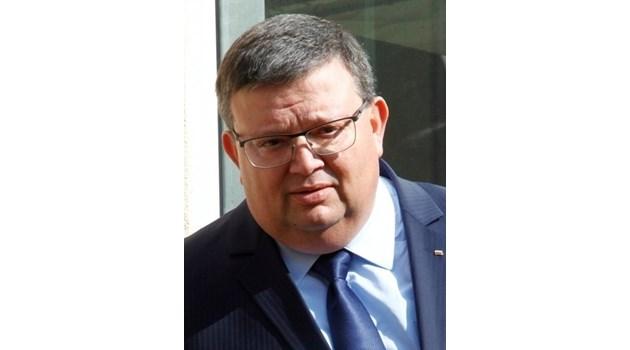 Цацаров: Баневи ще пристигнат утре. Семейството бе задържано преди 41 дни и в това време са се къпали само 12 пъти