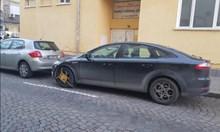 На вниманието на кмета Фандъкова: Защо служителите ви слагат скоби на колите, въпреки заплатено паркиране в Зелена зона