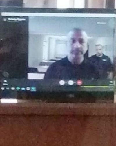 Деян Дичев дава показания по скайп. Делото се гледа в районния съд в Бургас, а журналисти не бяха допуснати в залата.