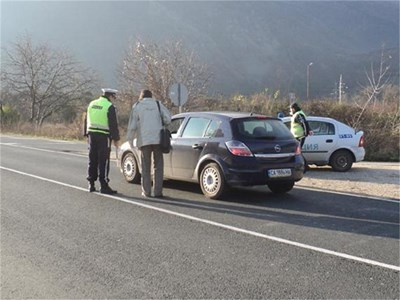 Глобяват при неспазване на Закона за движение по пътищата.  СНИМКА: АРХИВ