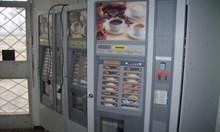 Тийнейджъри отмъкнаха 110 лв. на стотинки от кафе-автомат