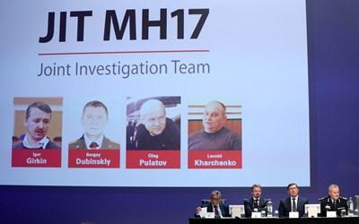 Разследващият екип показва снимки на заподозрените в Холандия.  СНИМКИ: РОЙТЕРС