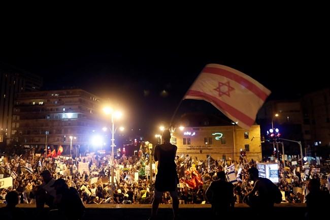 Хиляди протестираха срещу израелския премиер заради кризата и корупцията (Снимки)