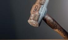 Чукът – от древно сечиво до съвременно средство за къртене, шлака или лепене на плочките в банята