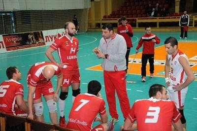 """Треньорът на волейболния шампион при мъжете """"Нефтохимик"""" Николай Желязков е фаворит за нов национален селекционер."""