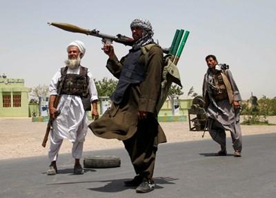 Тежки боеве внай-малко две афганистанскипровинциални столици