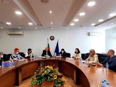 Представителите на партиите се разбраха за шефа на 16 РИК.