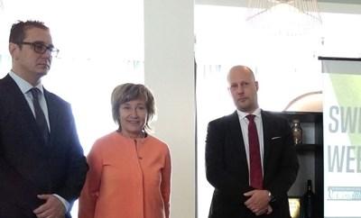 """Стамен Янев (вляво), Зоя Паунова и Стефан Бенгтсон, представител на """"Сааб"""" в България и председател на Шведско-българската търговска камара, откриват дискусията за иновации в рамките на първата Седмица на Швеция у нас."""