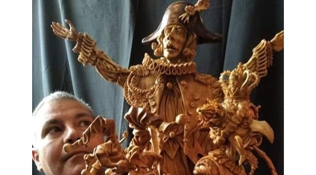 """Творчество в пандемия: Симеон Шопов извая """"Играещият човек"""", Вълдобрев с """"още по-хубава"""" първа книга"""